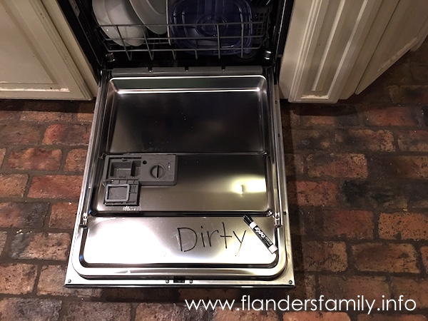 This simple hack will let you know whether the dishes are clean or dirty -- never get them mixed up again!