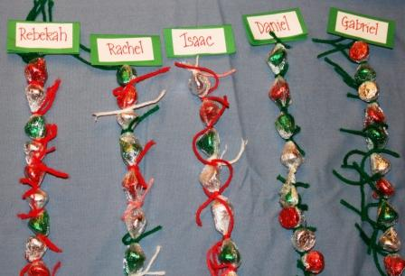 Super Easy Candy Kiss Christmas Chains