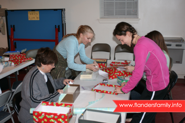 How to Host a Shoebox Stuffing Party for Operation Christmas Child | with free printables from www.flandersfamily.info